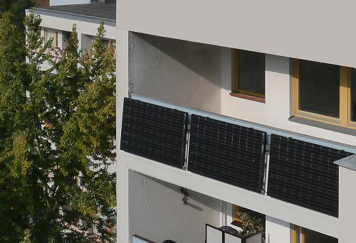 Balkonsolaranlage bzw. Stecker-Photovoltaikmodul von indielux